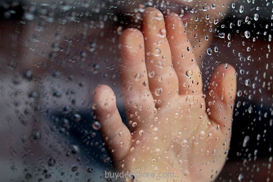glass_rainy_window_hand